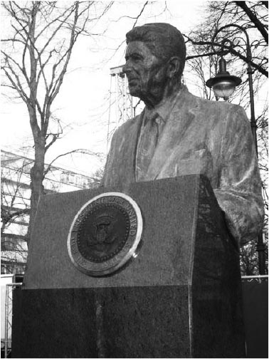 Reagan statue in Warsaw erected by Solidarnosc created reactionary government